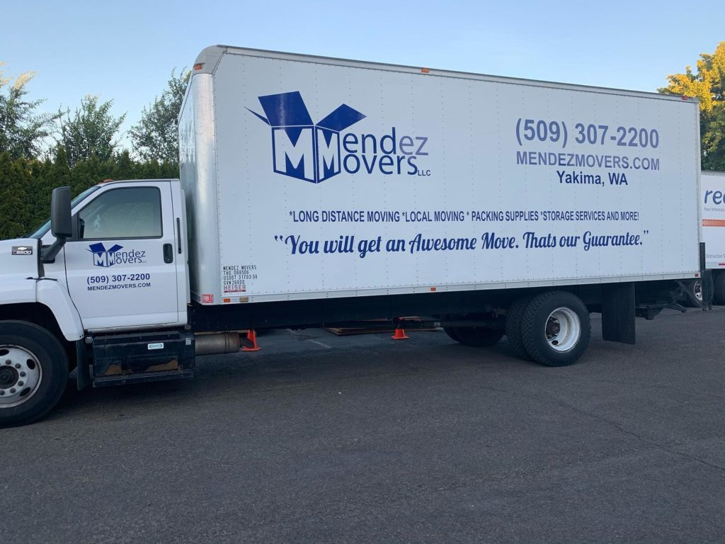 Image of Mendez Movers moving truck.